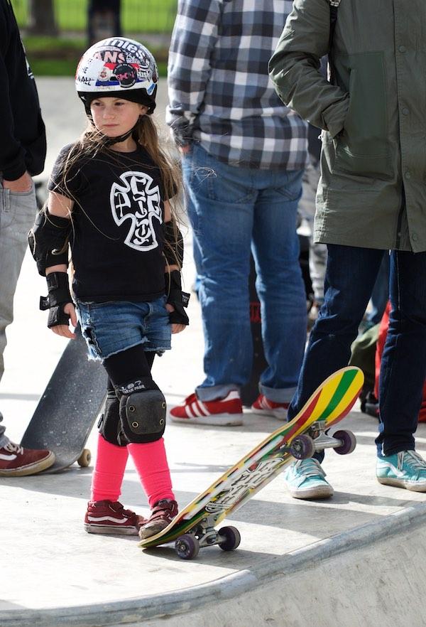 girls skateboarding lessons